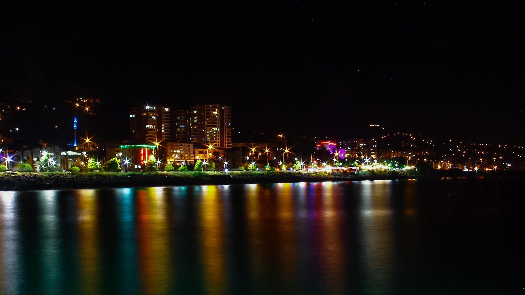 Reflection of the city light  by Oğuzhan Tekbaş