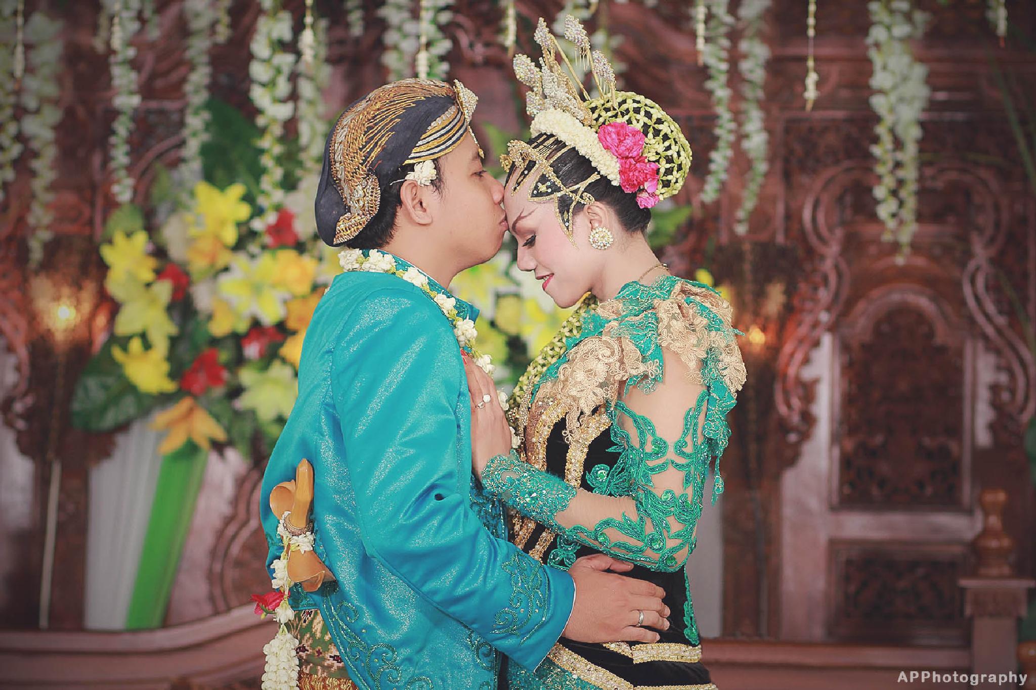java wedding by Aditya Pradana