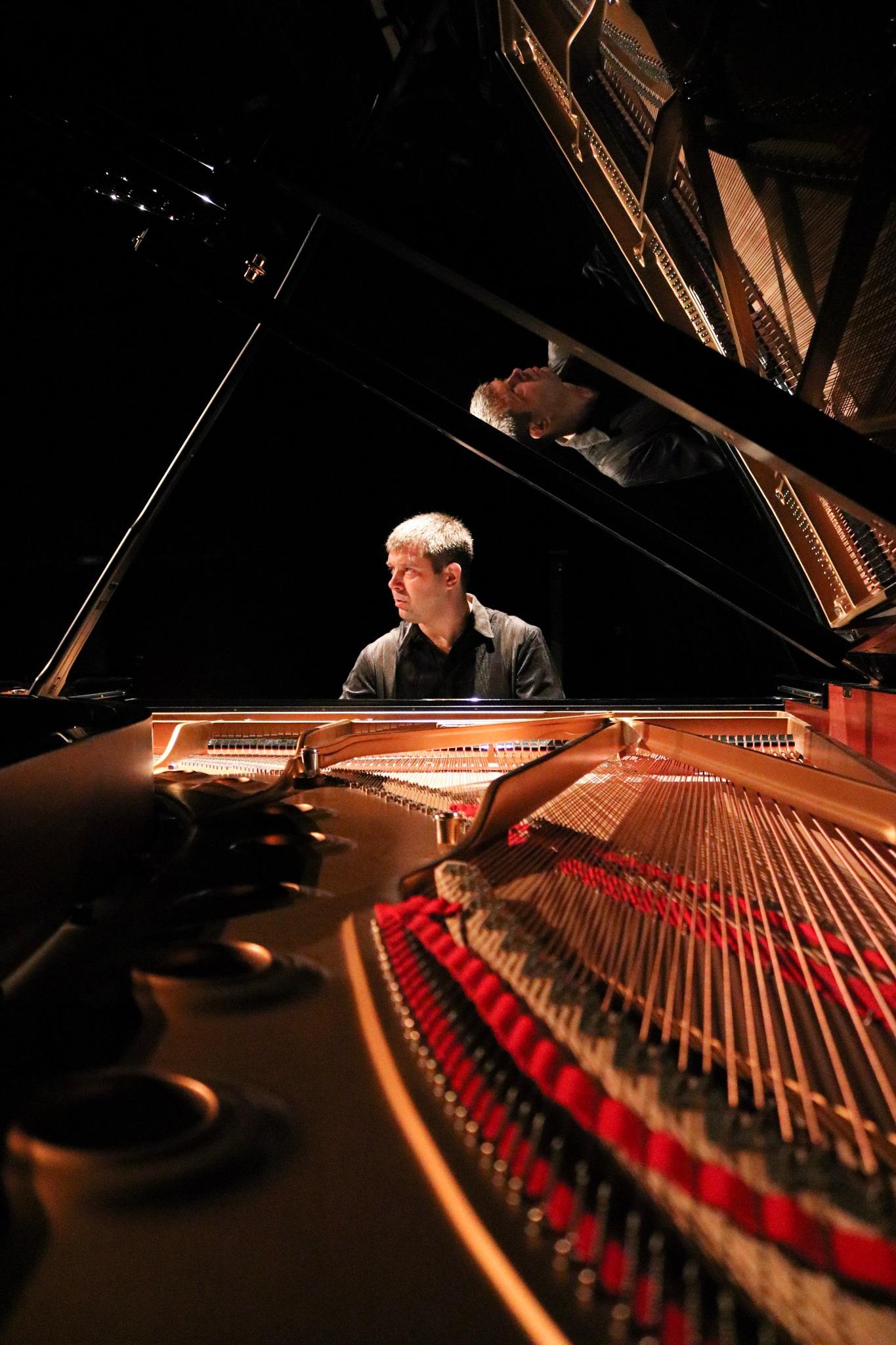 Pianist by Ivan Samoshko