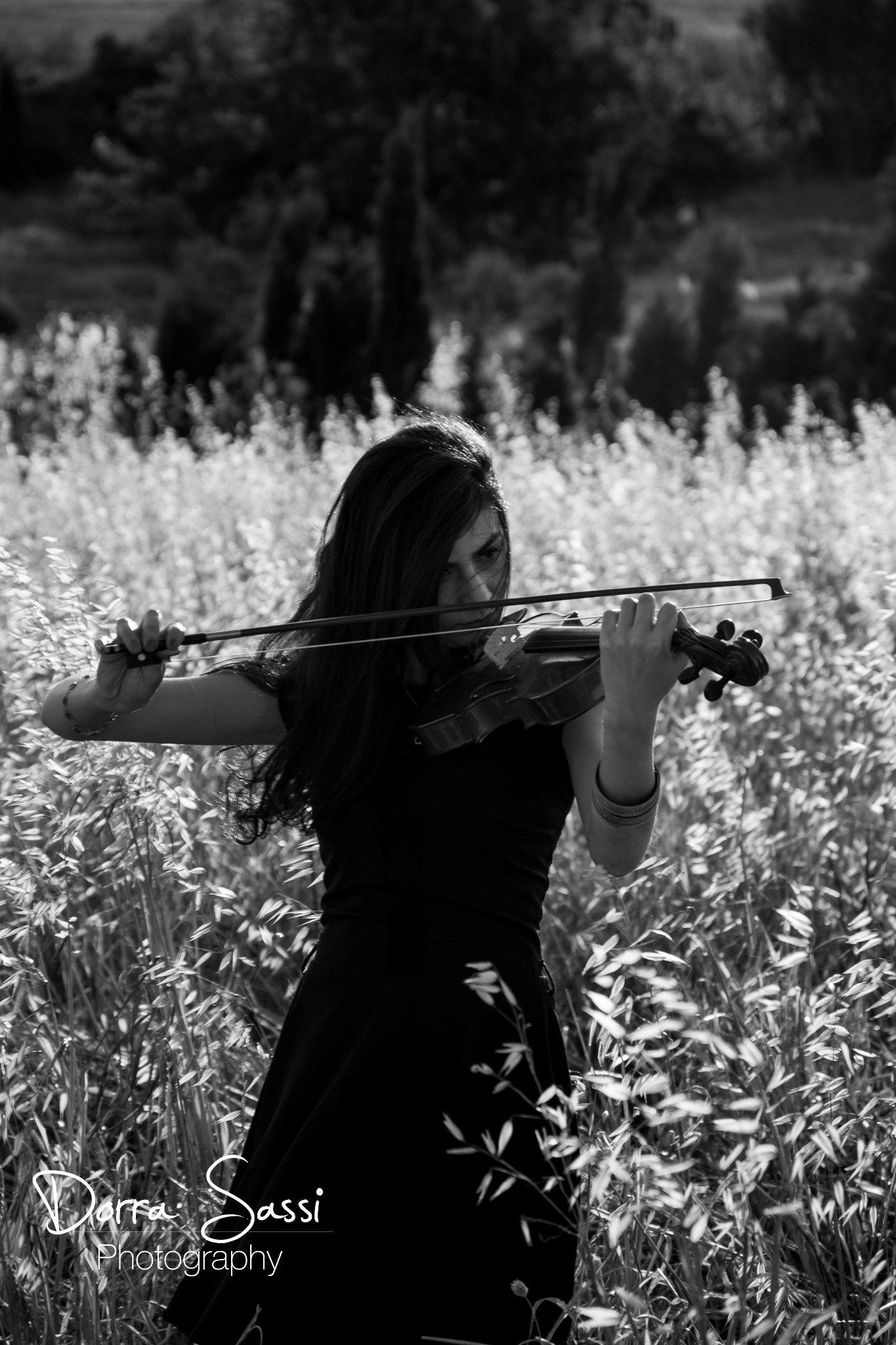 violon girl by Dorra sassi