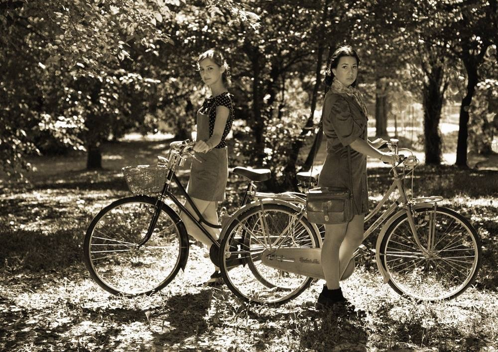 the beautiful Paduan girls, all heart and bicycles by Flavio Pegoraro