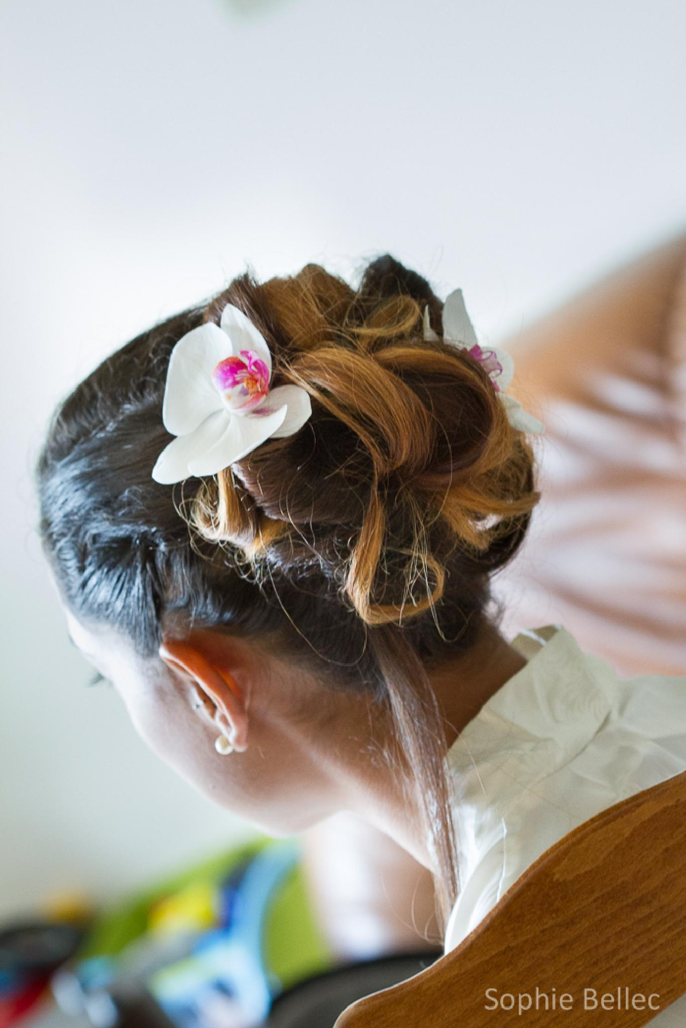 Wedding hair with orchid by Prenons soin de votre image