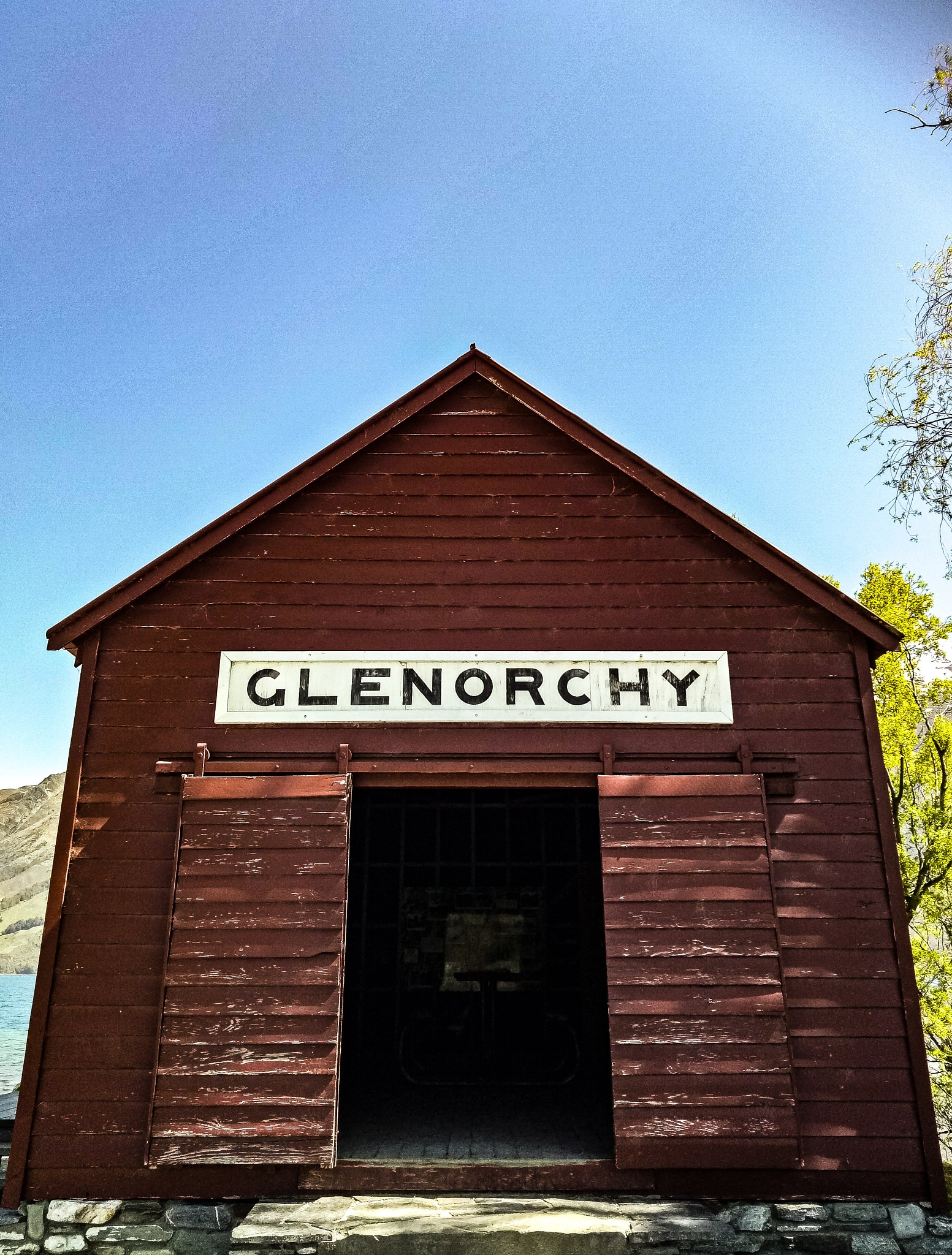 glenorchy shed nz by Mark Graham
