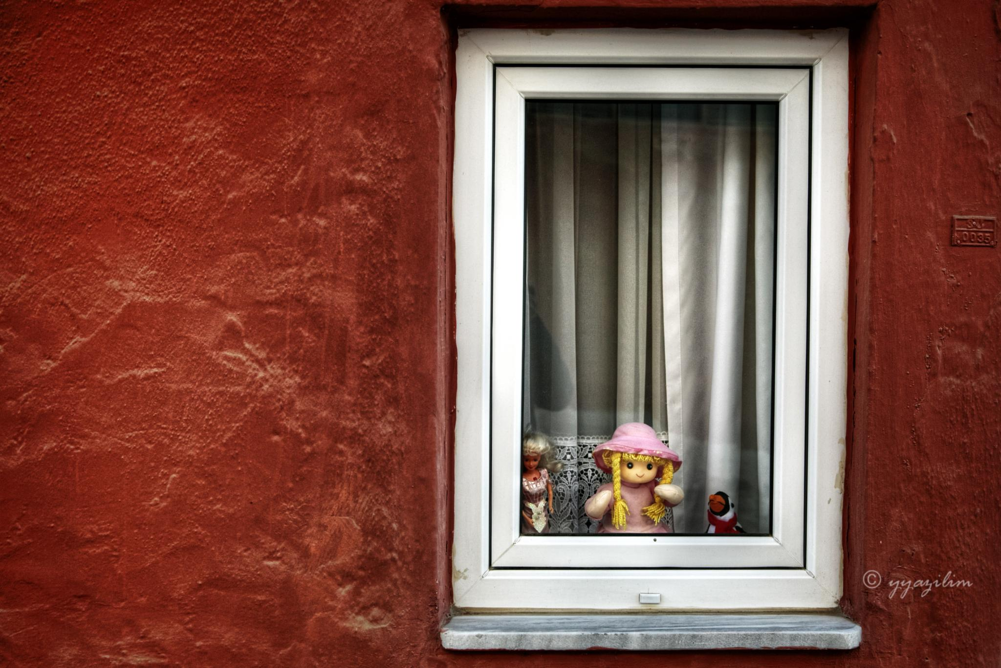 Penceredeki güzel by İbrahim YILDIZ