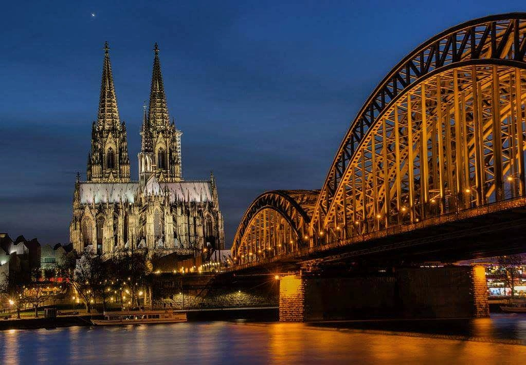 Cologne at night by Doris Bornheim