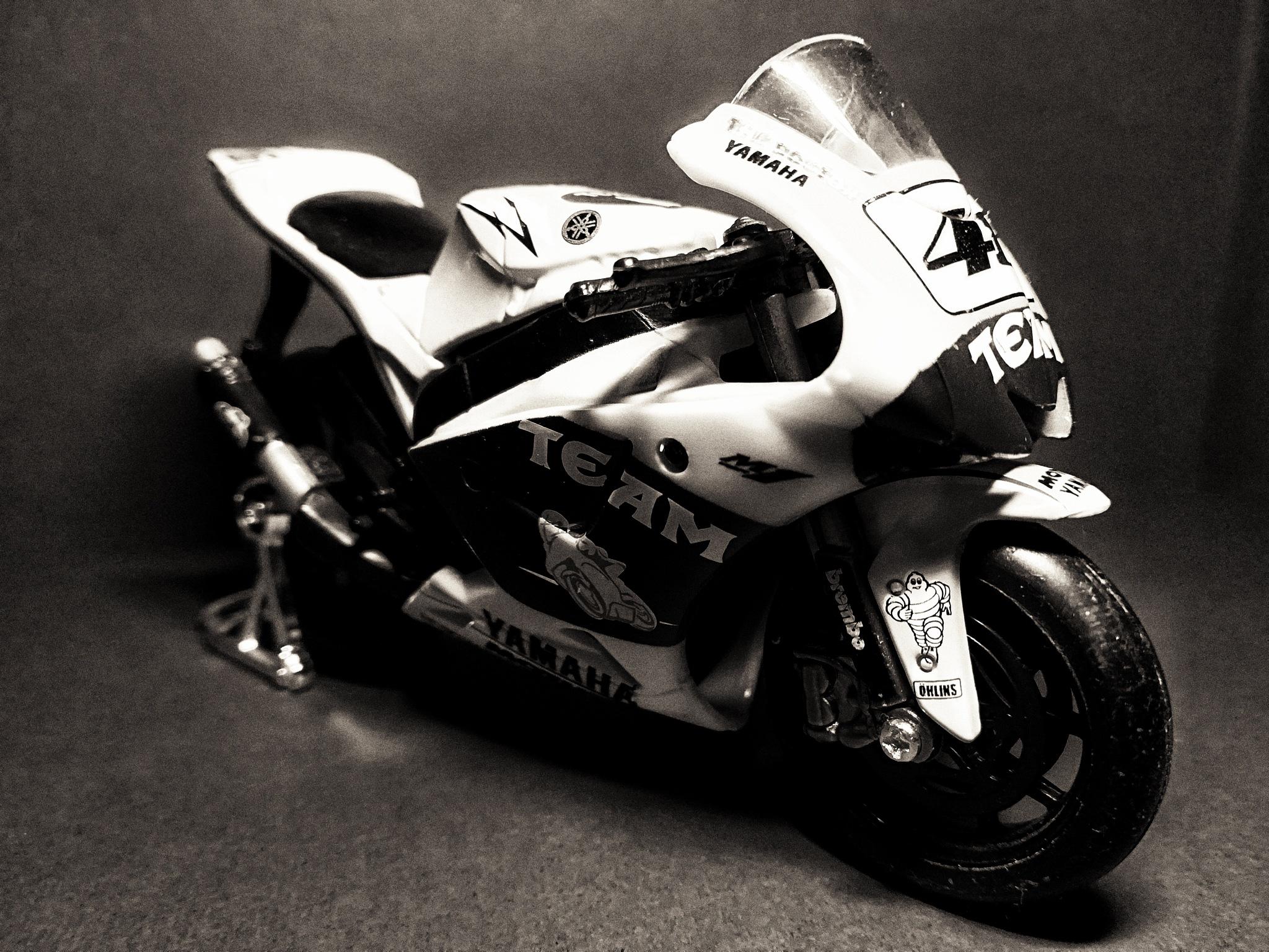 Yamaha M1 by Fabrizio Balanzoni
