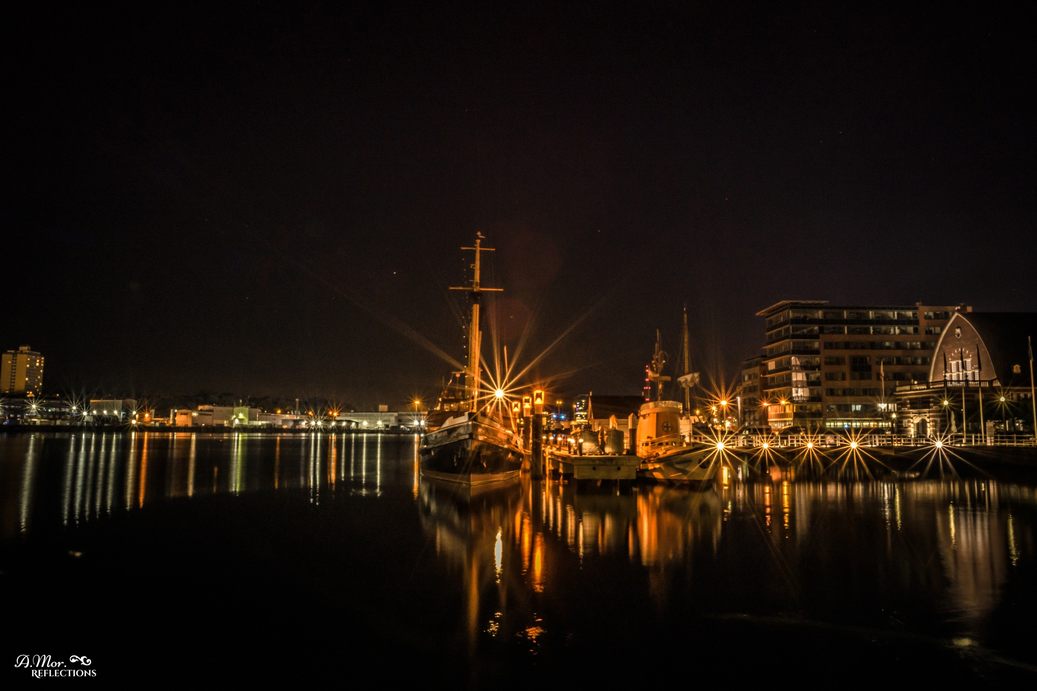 Harbor at night ⚓⭐ by A. Mor. Reflections (Antje Moritzen)
