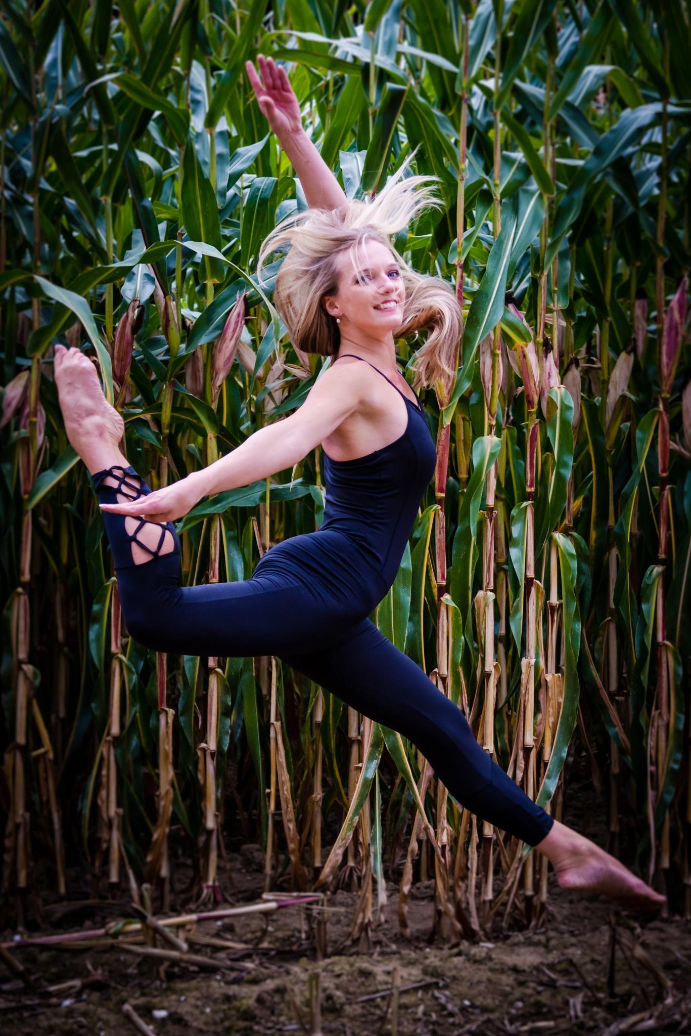 Photo in Portrait #woman #dancer #beauty #jump #field