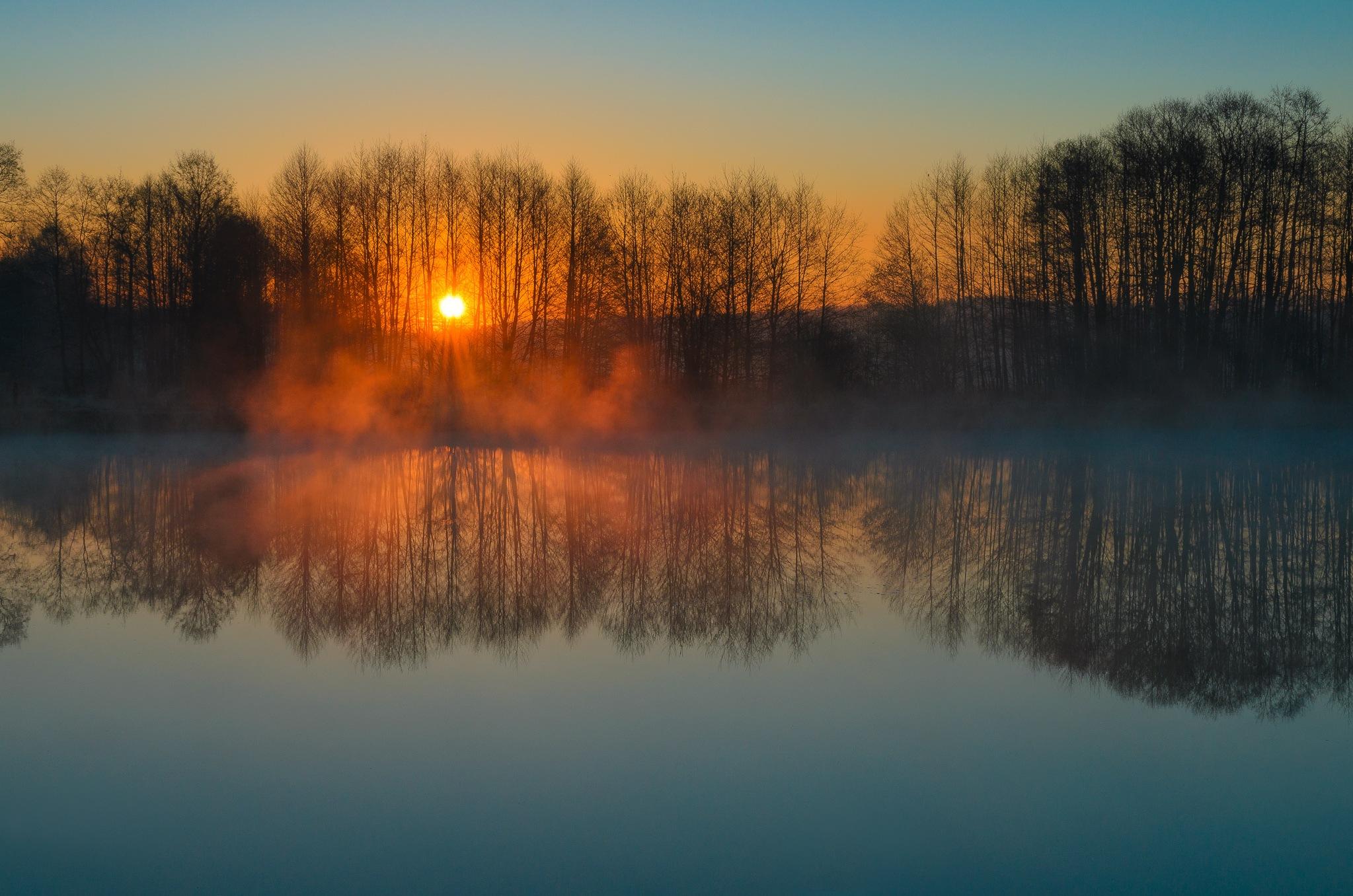 Last breath of the sun... by Damian Szewczyk