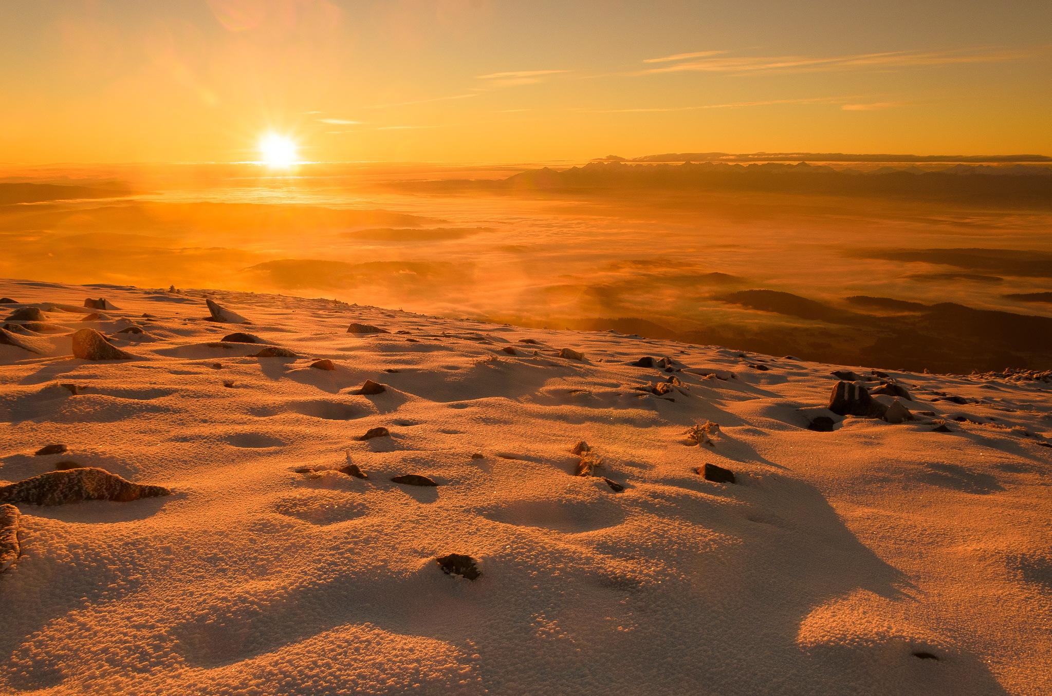 Sunrise on Mount Devil... by Damian Szewczyk