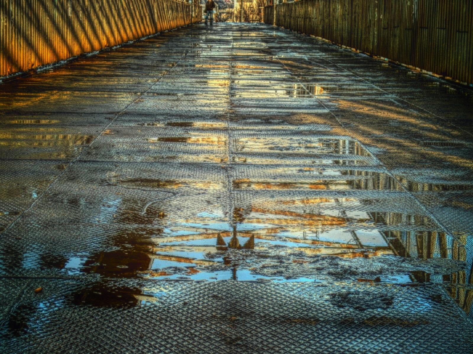 footbridge by Grzegorz Skwarliński
