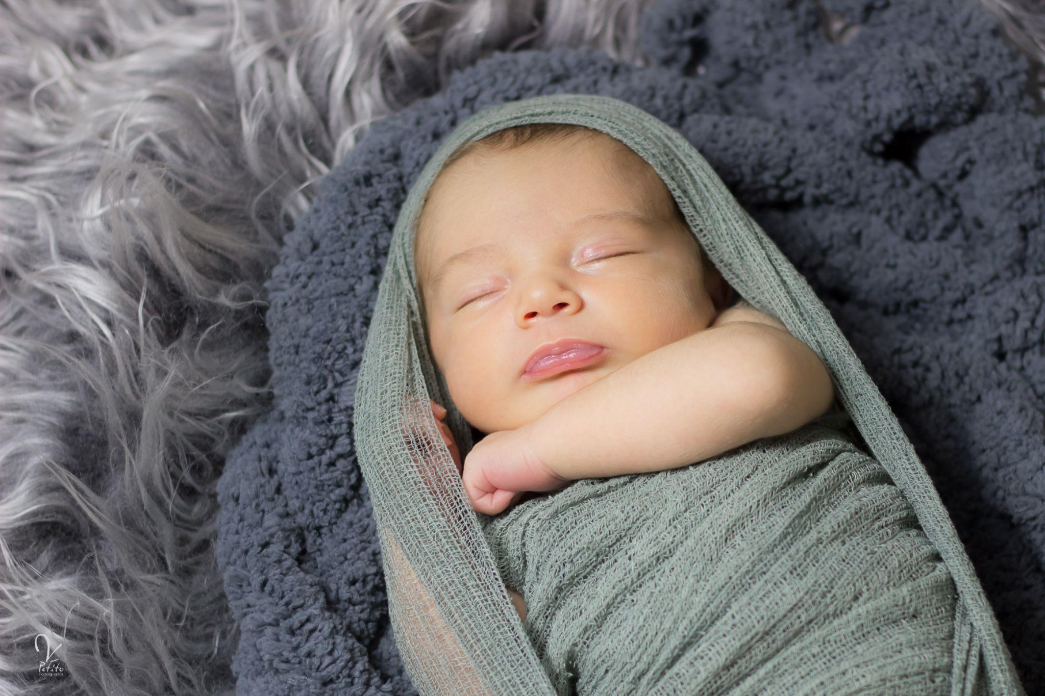 Newborn boy by veronicapetitofotografia