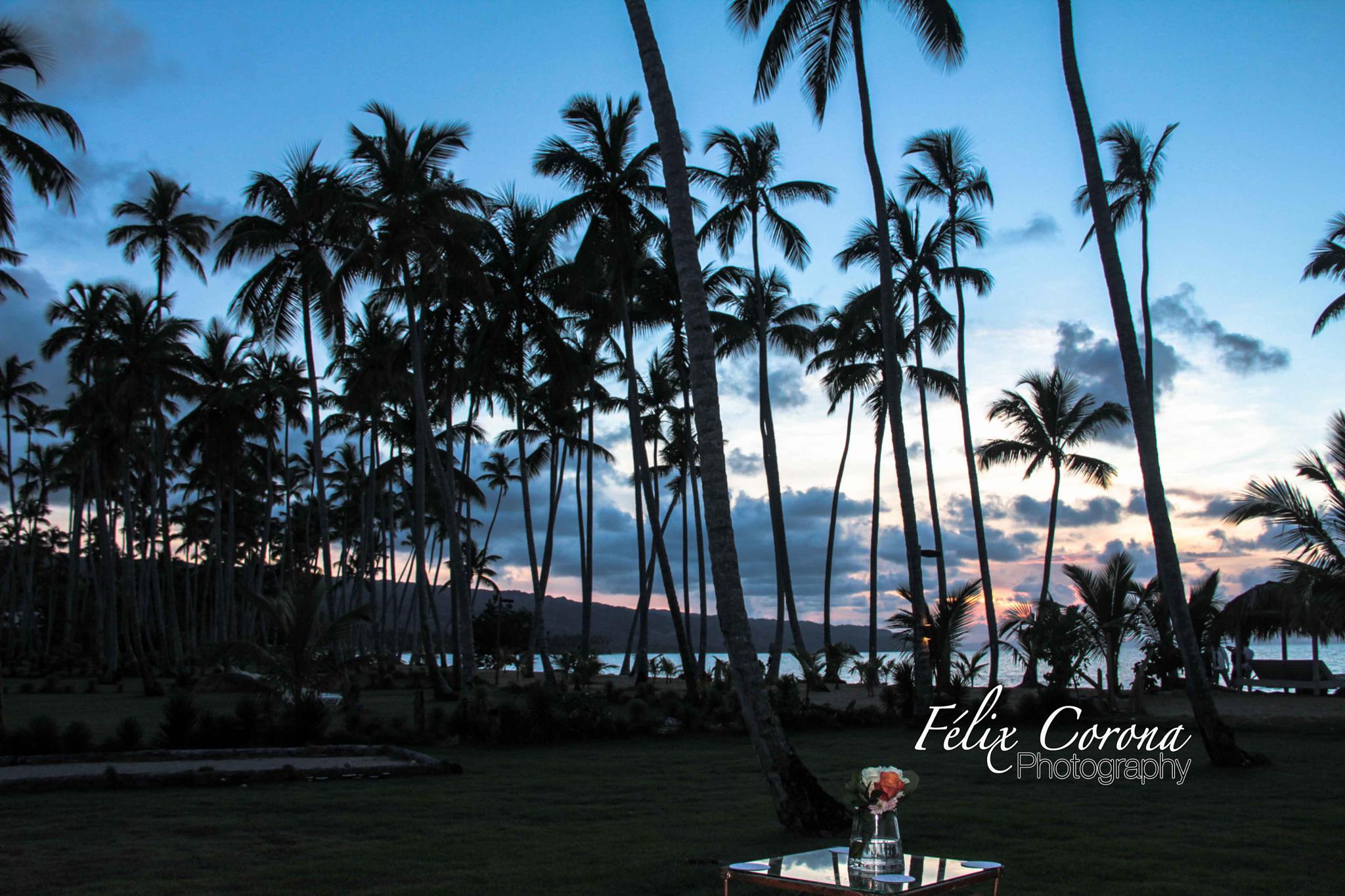 Sunset after wedding by Felix Corona
