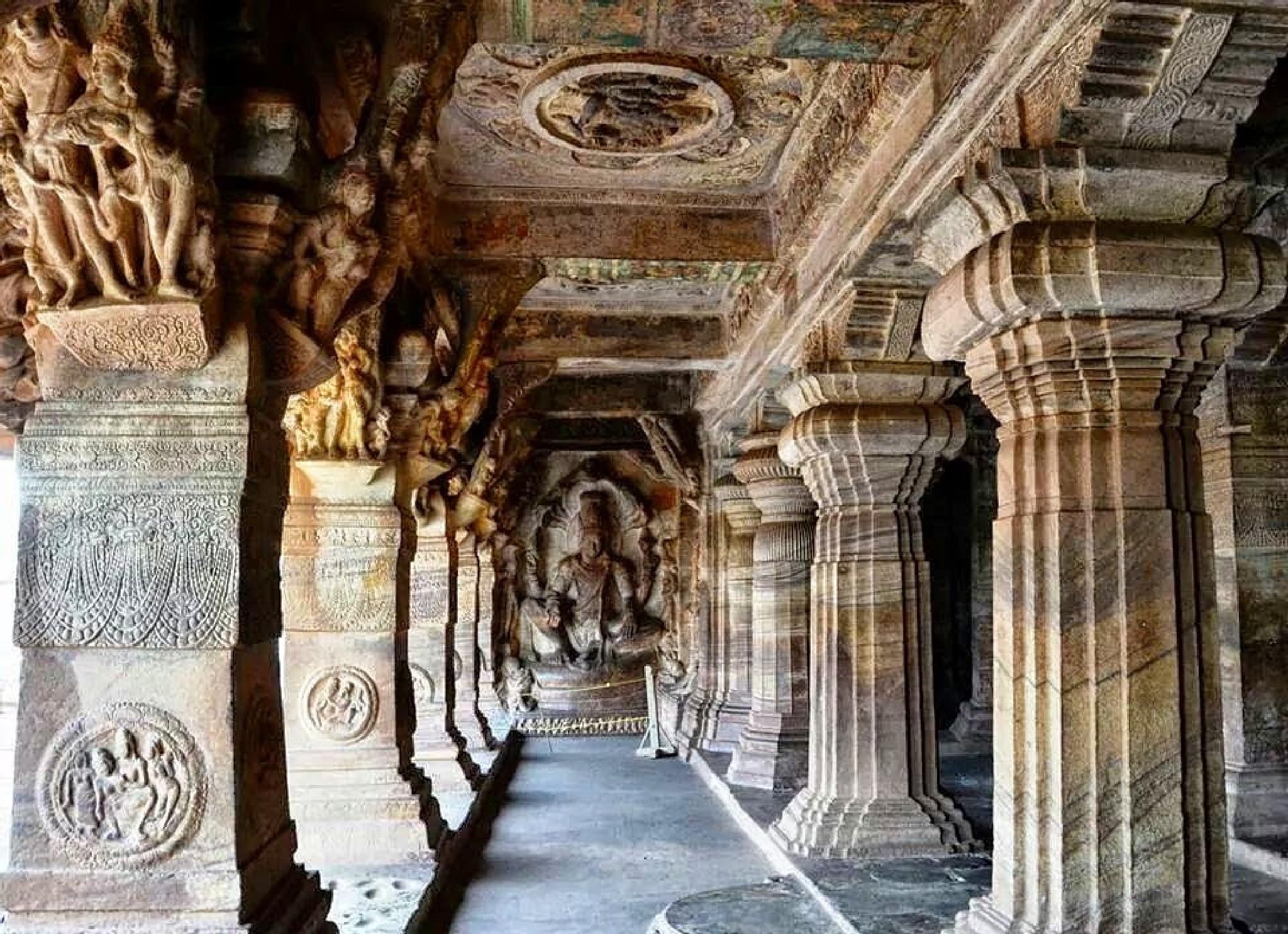 Grandiose of cave temple... by sriramshankars