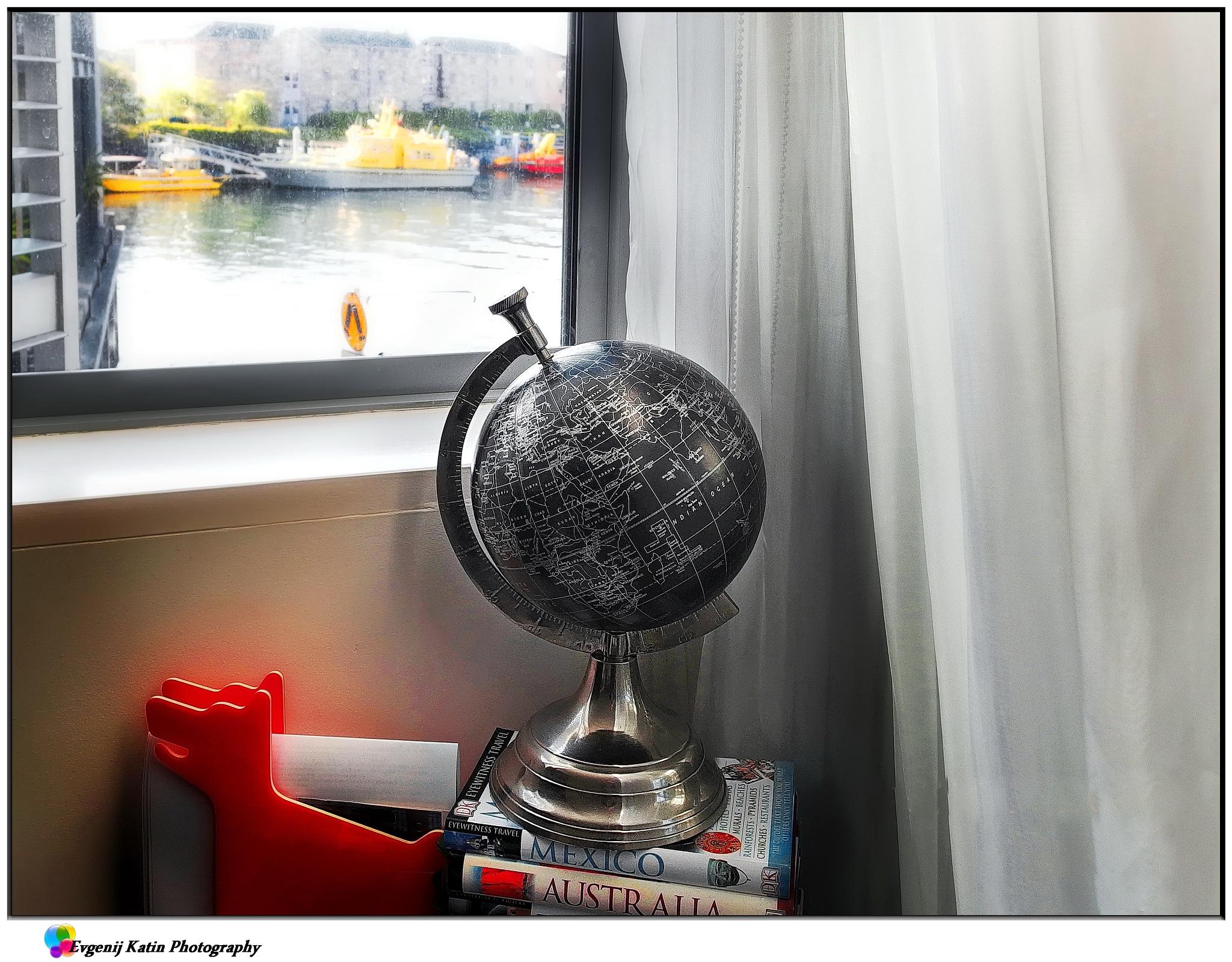 Travelling at sofa III by Evgenij Katin
