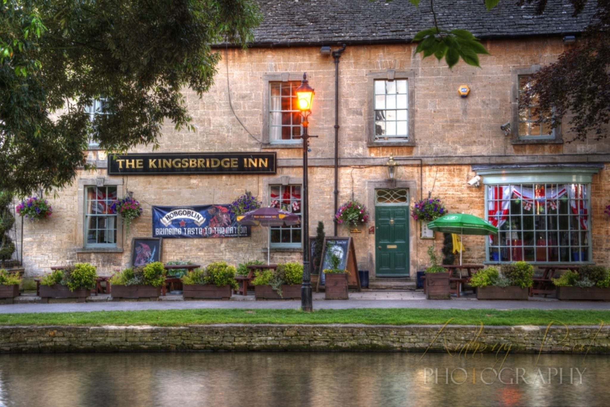 Bourton on the Water 210614-41_2_3 by Anthony Inwood