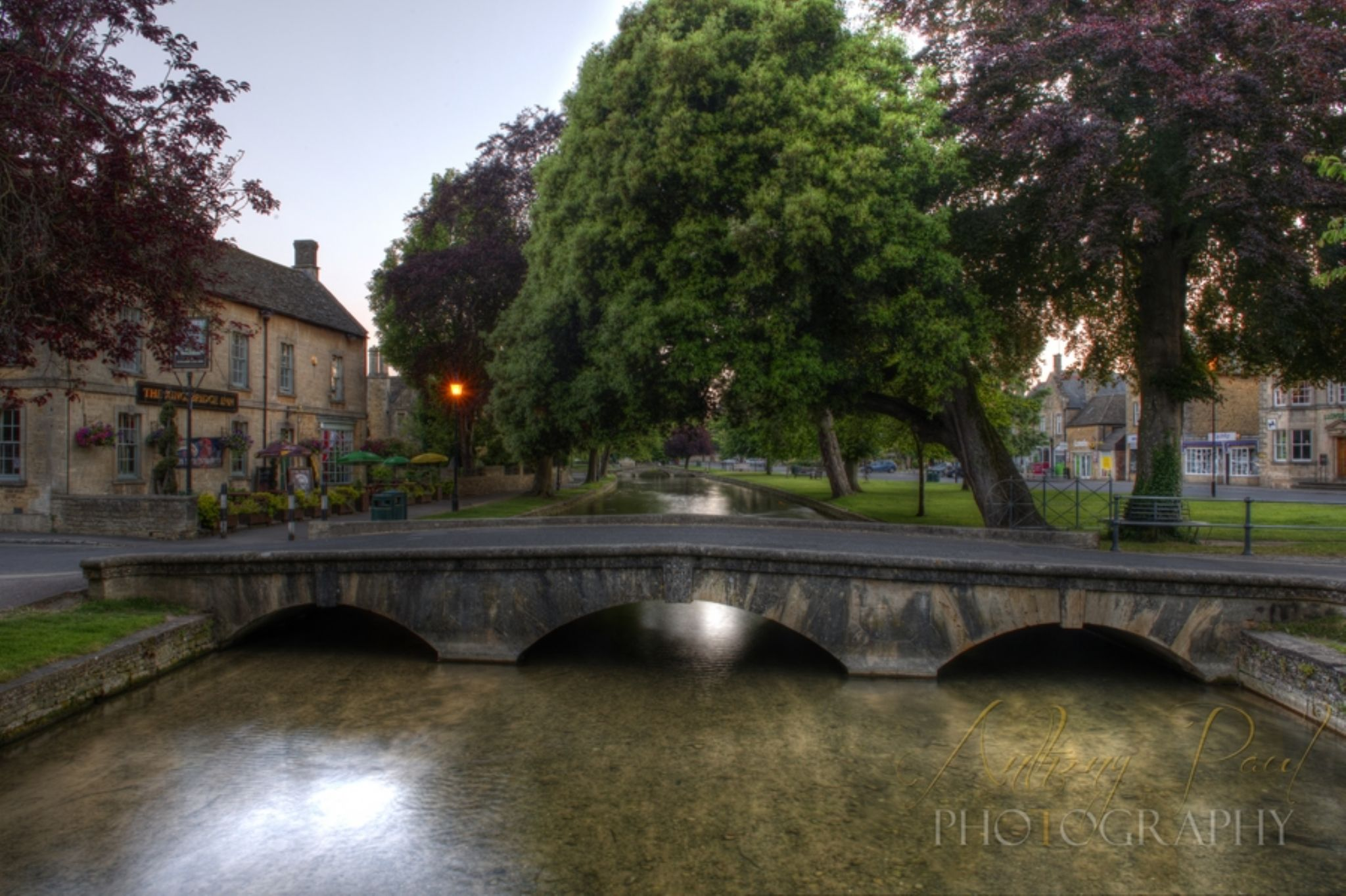 Bourton on the Water 210614-61_2_3 by Anthony Inwood