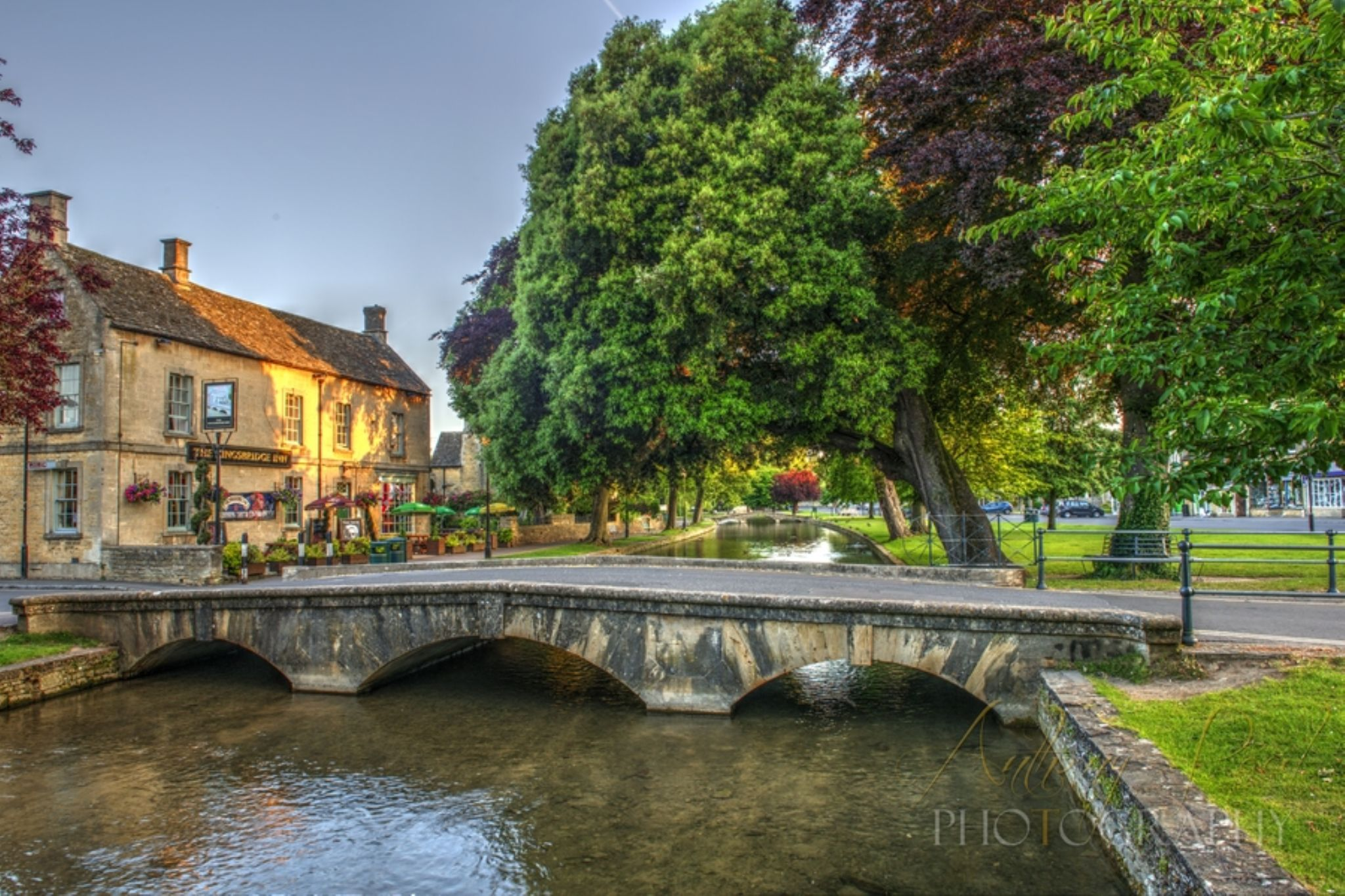 Bourton on the Water 210614-166_7_8 by Anthony Inwood
