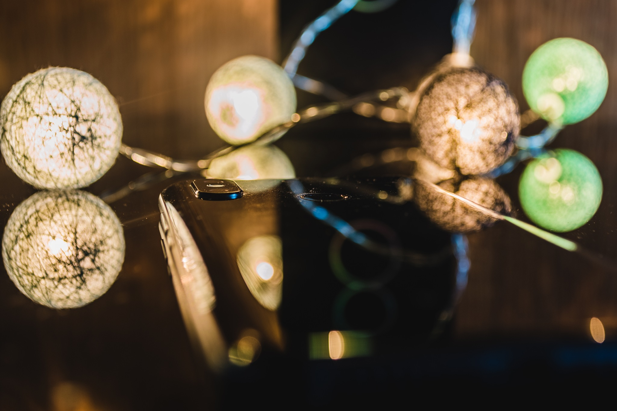 Xiaomi Mi 8 under christmas lights by catorzemiguel