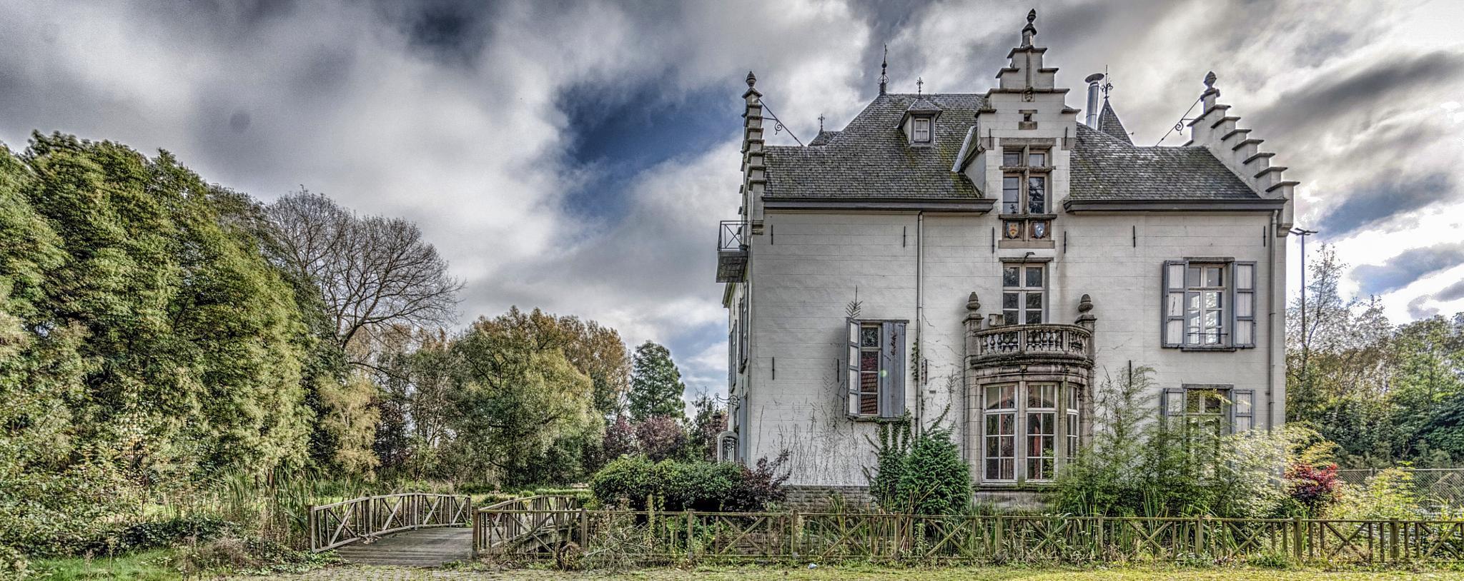 Chateau Z by Joël Arys