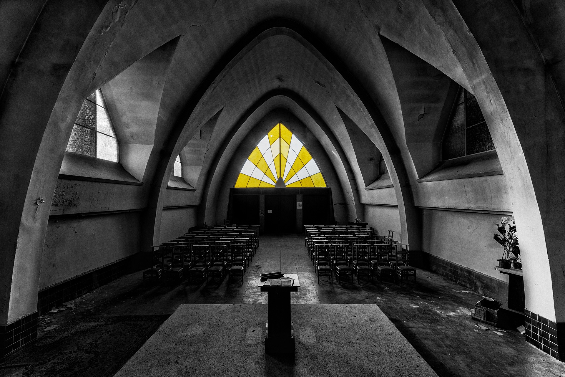 Let there be light in this dark world by Joël Arys