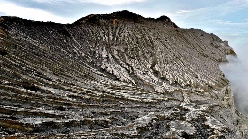 Kawah ijen by Rowan Stroop
