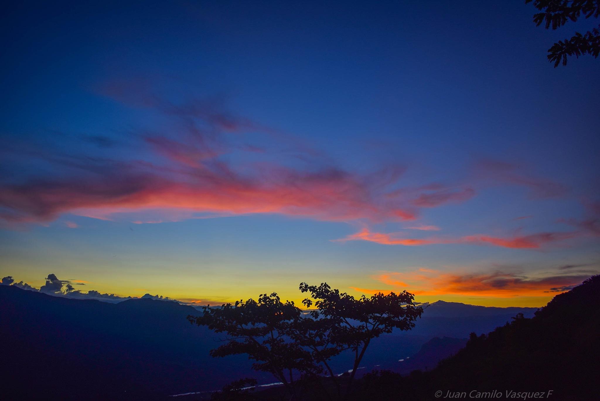 Sunset by Juan Camilo Vasquez Fernandez