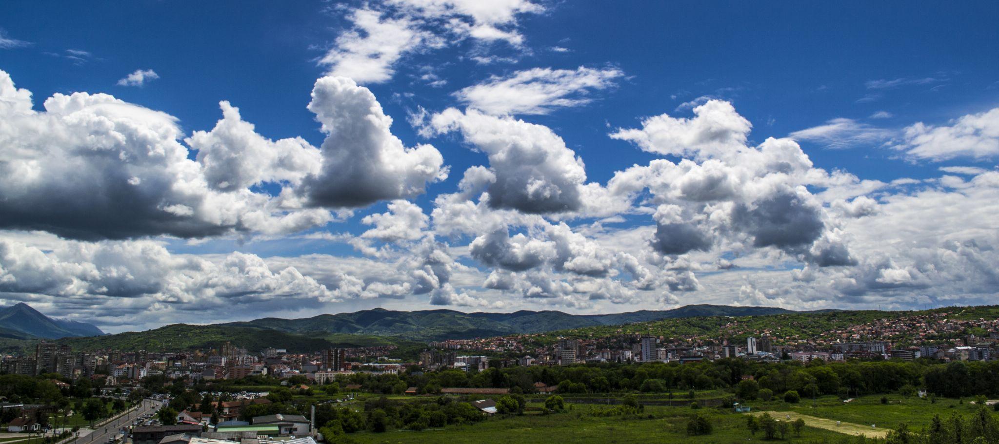 Blue sky by Leonhard Radonic