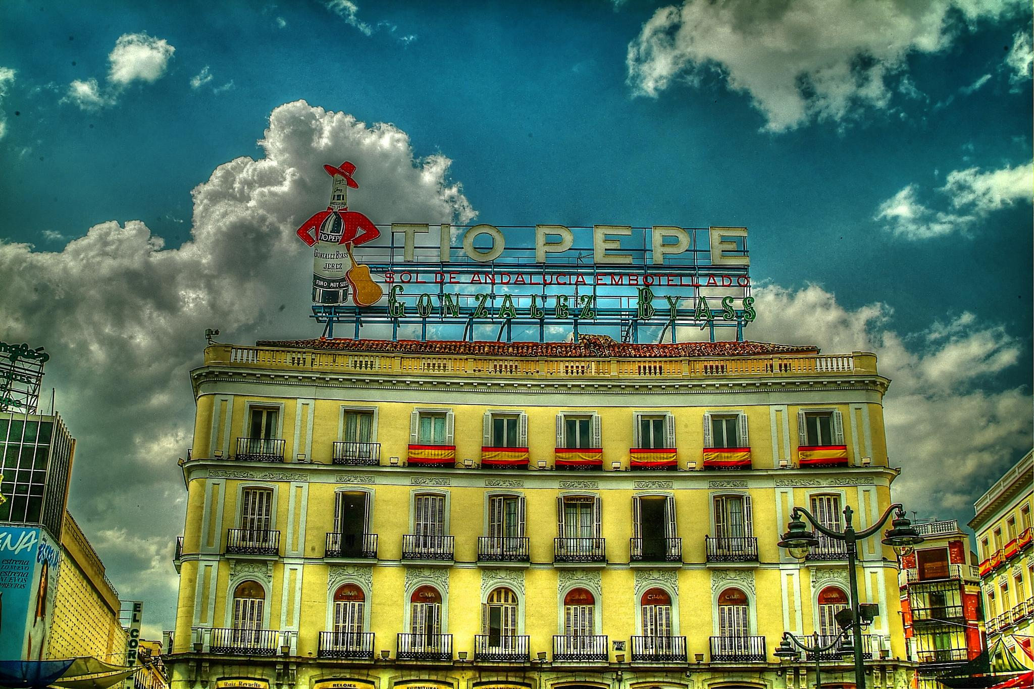 """Luminoso de """"Tio Pepe"""" de SOL by Miguel Angel Posincovich"""