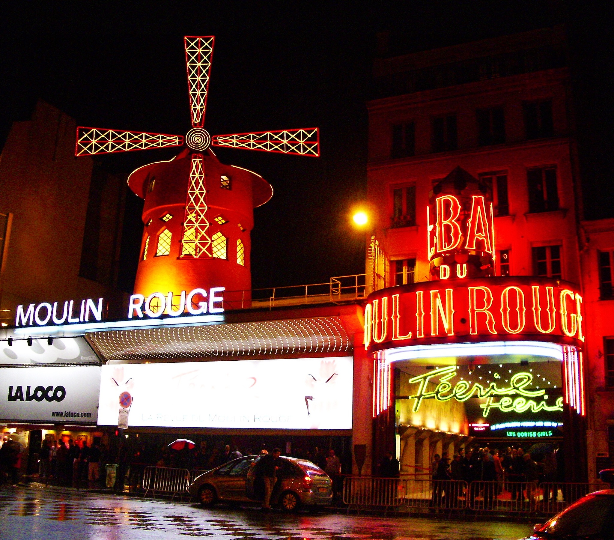 Moulin Rouge by night by Resaxela