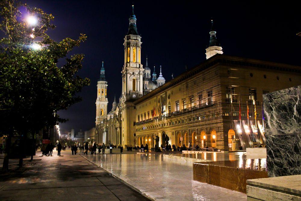Noche en la plaza by cristina_orchid