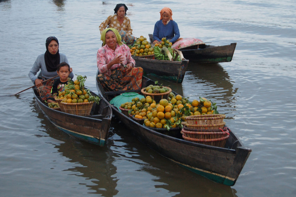 at the floating market... by Nadi