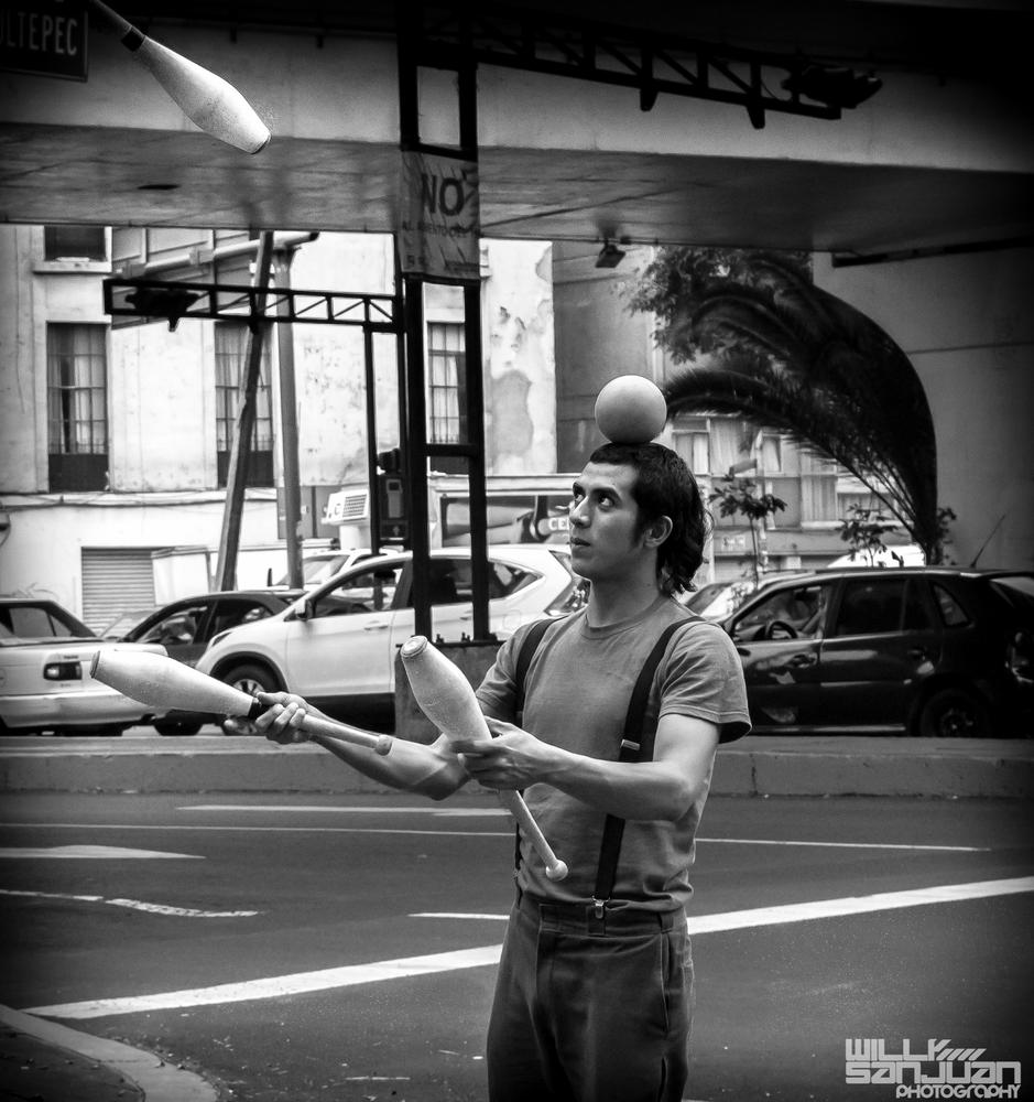 A street juggler in Mexico City by Willy Sanjuan
