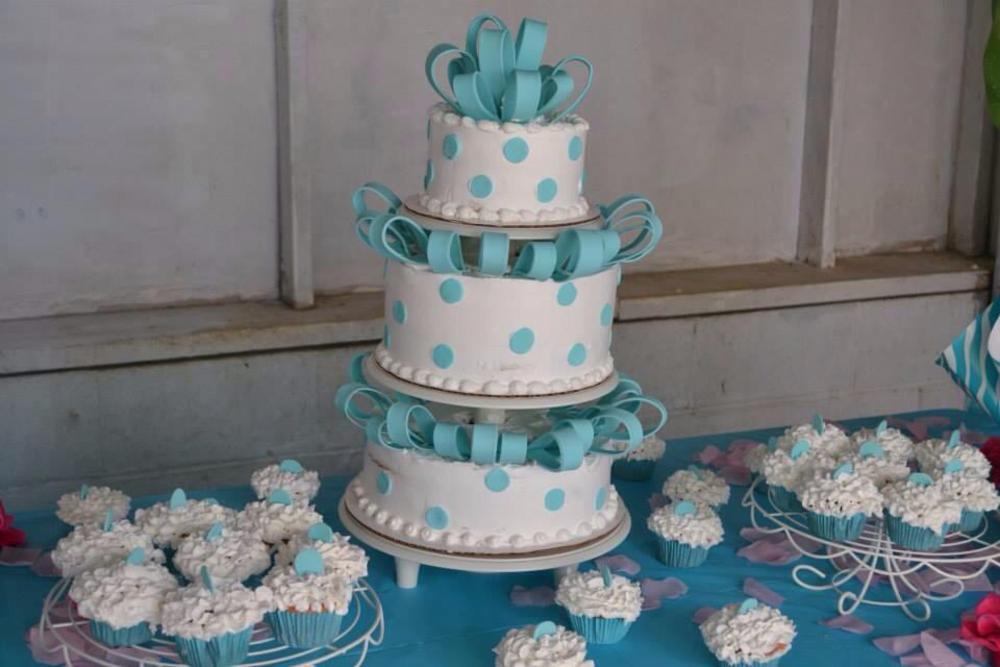 Polka dot fondant cake  by Ezequiel Rivera