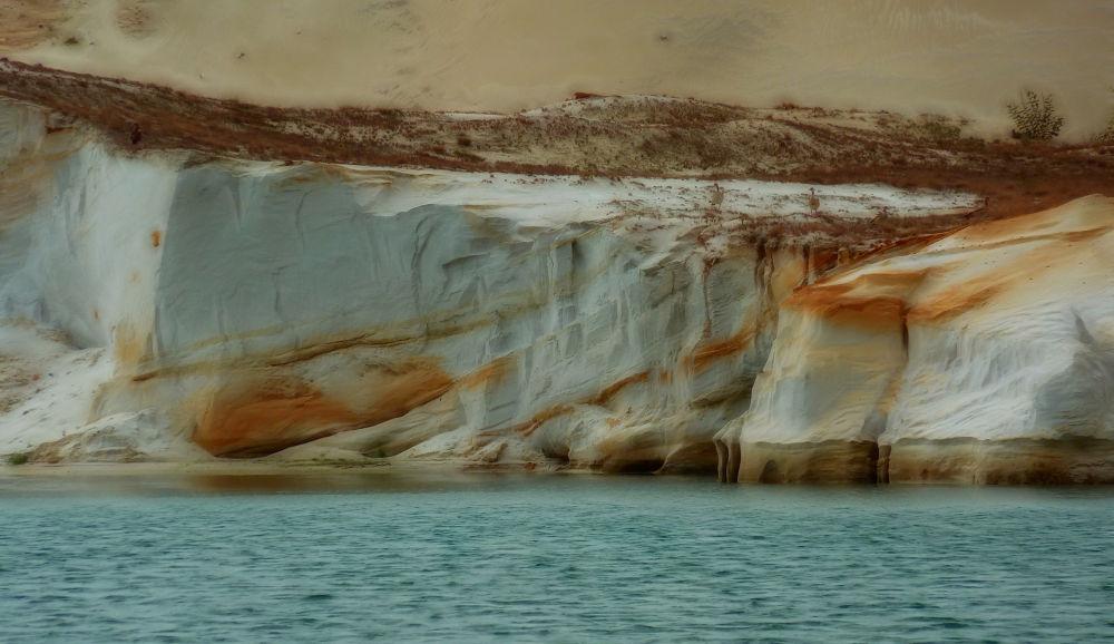 Photo in Random #sand #wall #pond #germany #lake #uhry #quarz