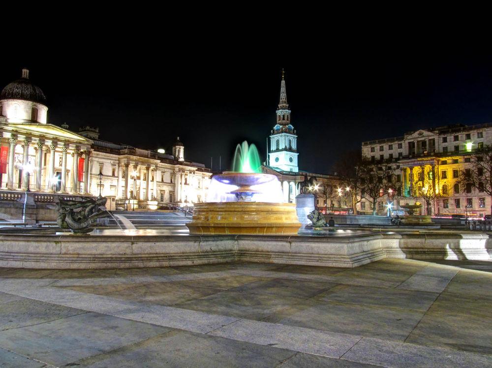 Trafalgar square fountain-2.jpg by tibcsi528