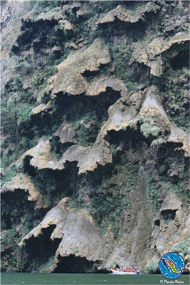 Christmas Tree waterfall, Sumidero Canyon, Chiapas by El Planeta México