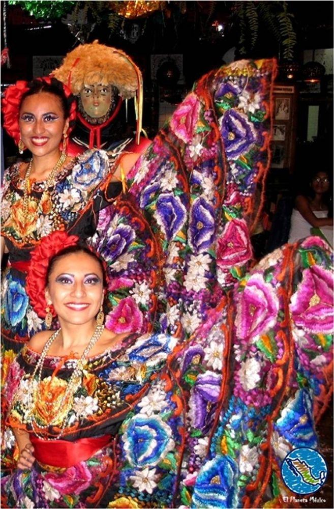 Traditional dress, Chiapas, Mexico by El Planeta México