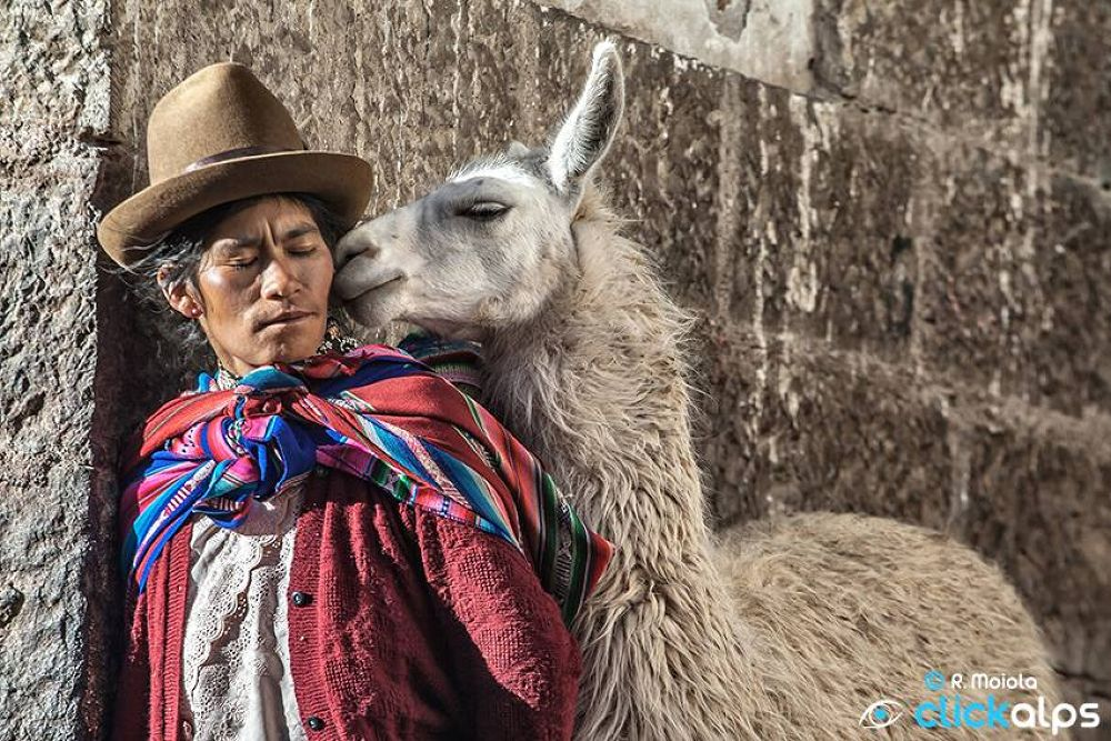 Tenderness in Cusco by Roberto Moiola Sysaworld