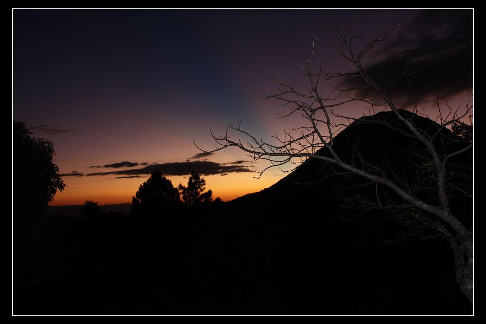 Atardecer, Volcan El Chingo, El Salvador by oswaldop5