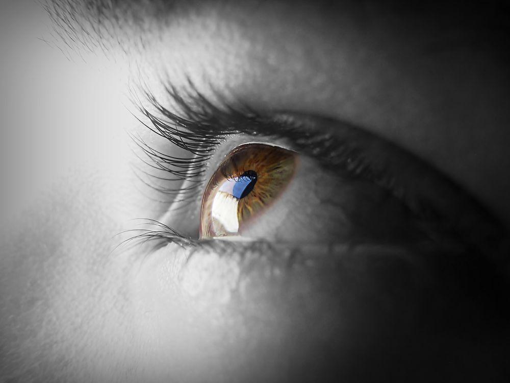 eye on me by desbarataito