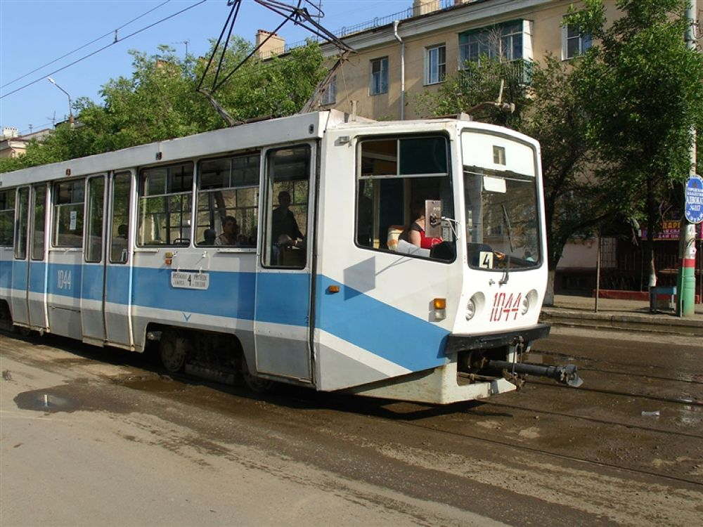 Astrakhan_trams,_1044 by travelpic
