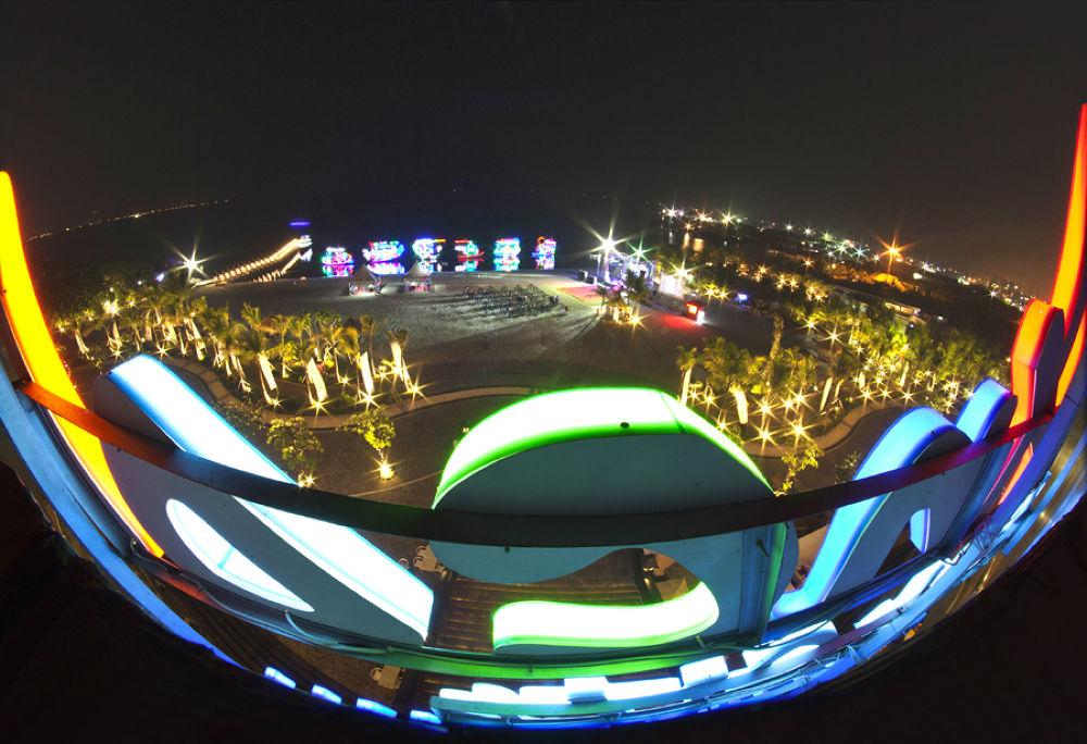 ABC mall at night by eddyngadiwidjaja