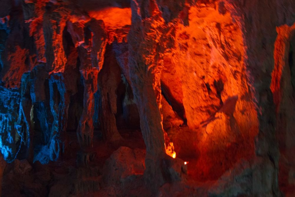 Huang Long Dong Caves-113.jpg by Arie Boevé