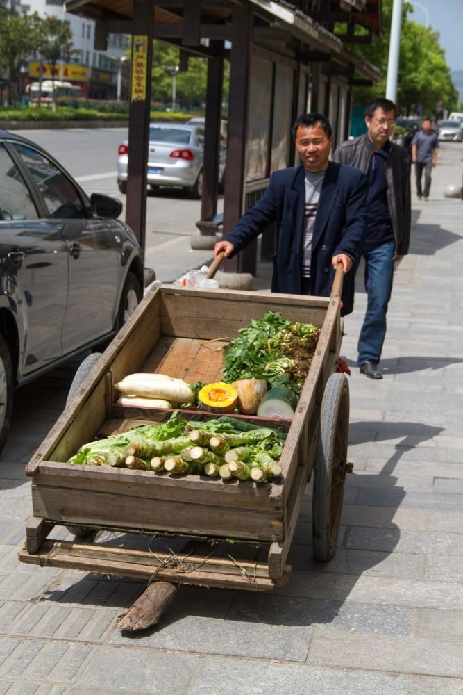 Zhangjiajie street life-116.jpg by Arie Boevé