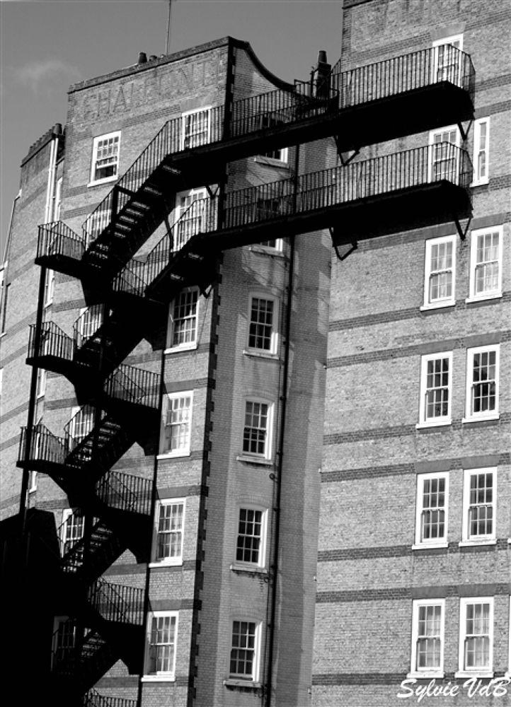 London building by sylvievdbphotography
