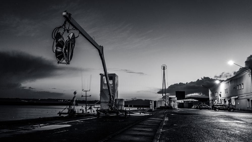 Le port by Yann Cousin