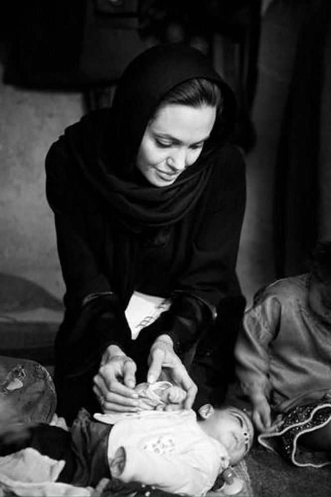 angelina_jolie_in_afghanistan_19 by mussawi