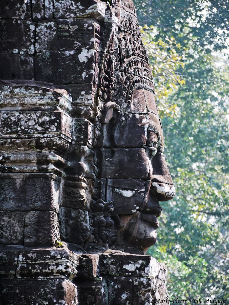 Cambodge Temple Bayon  by mariepierrevinhmulquin
