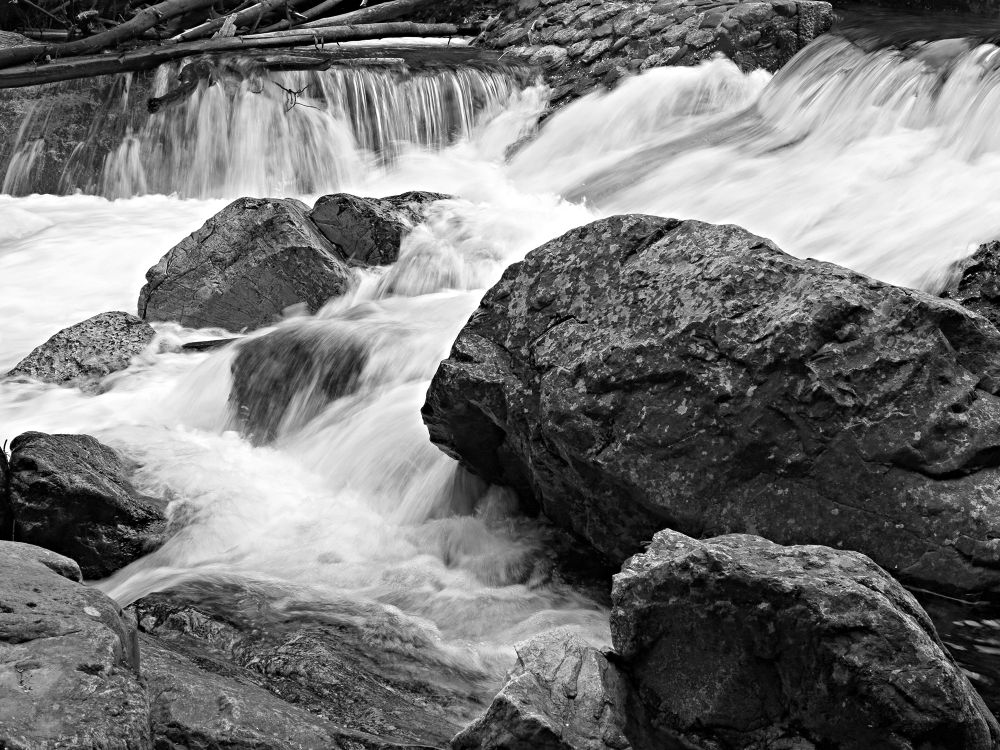 Stone and water by GilReis